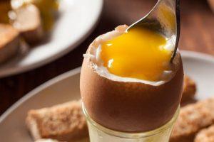 mang thai có nên ăn trứng sống không